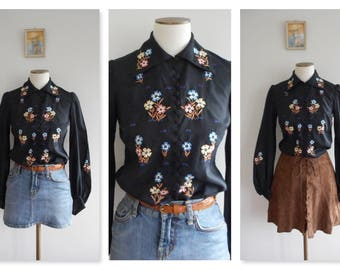 VINTAGE 70s Black ORIENTAL Asian Blouse // Hand Embroidered Floral Top // Gypsy BOHO Folk // Hippie Hippy // Poet Sleeve // Size: X/S-S