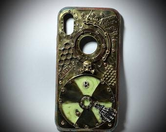 """iPhone X , steampunk Case """"Stalker""""."""