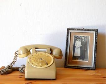 ITT Telephone, Beige Rotary Phone, Old Telephone, Phone, Landline Phone, Bakelite Telephone, Office Phone, Rotary Telephone, Cream Phone