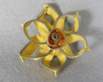 Daffodil Brooch, Zipper Brooch, Yellow Brooch, Daffodil Pin, Zipper Pin, Zipper Art, Flower Pin, Upcycled, Recycled, Repurposed