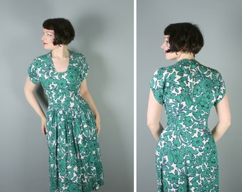40s FLORAL dress in a GREEN and white - 1940s ROMANTIC art deco drop waisted tea dress - S