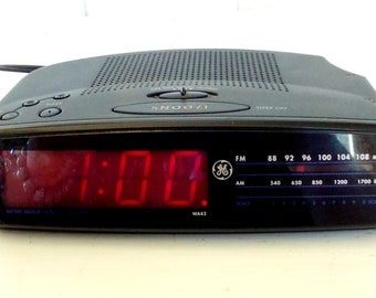 Vintage GE Battery Back Up FM/AM Clock Radio/Alarm Clock/All Black/Electronic Clock Radio/Works Great/model 74815A/Snooze/lindafrenchgallery