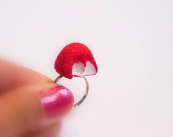 Bague bonbon fraise croquée