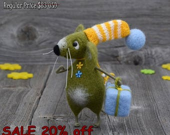 Needle felted Mouse - Olive mouse - Gift - Birthday Gift - Fiber art - Happy Birthday - Home decor