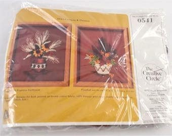 The Creative Circle Embroidery Stitchery Kit 0541 Cattails & Daisies Vintage 1985 USA