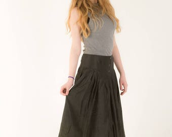 Beautifully Flattering Grey Skirt with style Sz 8