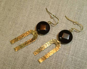 Onyx Hammered Brass U Link Earrings / Tribal Earrings / Boho Chic / Minimalist / Geometric - EHU01