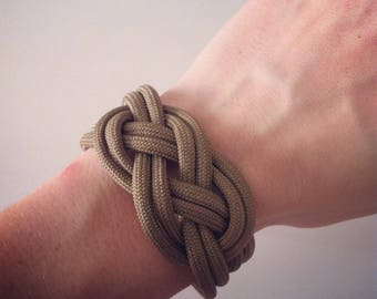 Khaki/beige sailor knot bracelet dark Paracord
