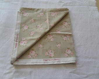 FABRIC BEIGE BACKGROUND AND FLOWERS ROSES TILDA