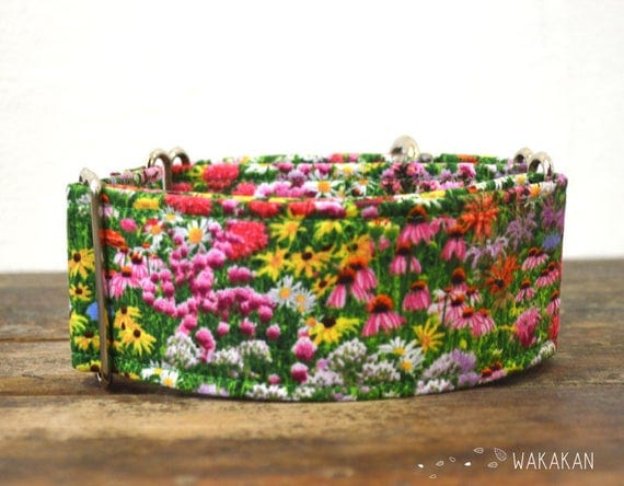 Martingale dog collar model Meadow. Adjustable and handmade with 100% cotton fabric. Spring flowery design Wakakan