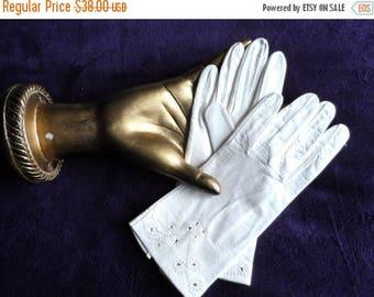 40% OFF Vintage White Leather Gloves* Wrist Gloves . Size 6 1/2 . Kidskin . Soft . Wedding .Party .Prom .Dressy .Elegant .Never Worn. Floral