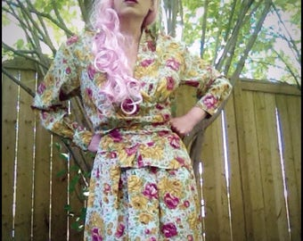 1980s Romantic Floral blue pink and yellow romper walking shorts/suit 2 piece set with long shorts and top pearl button details