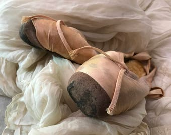 ANTIQUE BALLET POINTE Shoes Pink Worn Shabby Chic Ballerina Dance Character Decoration Tutu Vintage Decor Ballet Love Collector
