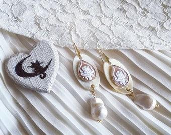 Cameo earrings Horn