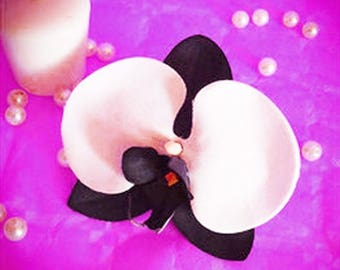 black and white Orchid hair clip