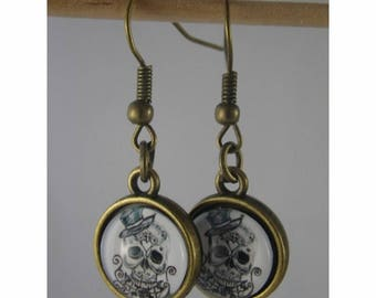 Boucles048 - Skull cabochon and bronze studs earrings