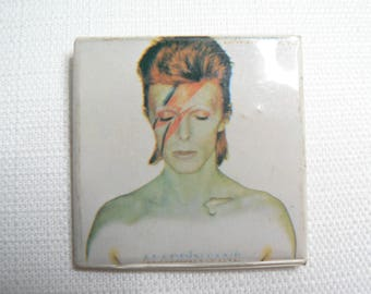BIG Vintage Early 80s David Bowie - Aladdin Sane Album (1973) Pin / Button / Badge