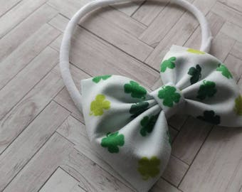 St Patrick's Day headband. St Patrick's Day nylon headband. St Patrick's Day Clover bow. Clover headband. Green and white clover headband.