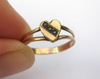 Delightful Antique Victorian Seed Pearl Heart Ring in 9ct Rose Gold