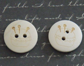 2 buttons natural wood and engraving needle 20mm