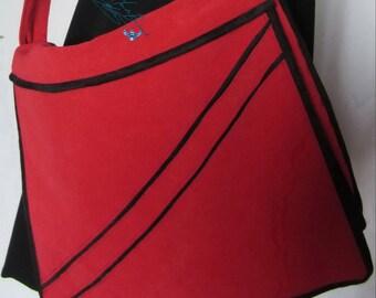 Red and black bag, 5 inside pockets, shoulder bag, mixed