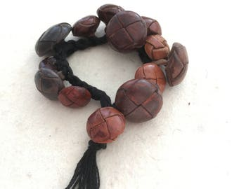 bracelet of leather buttons