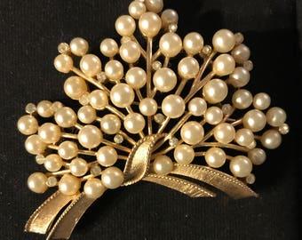 Vintage Trifari Pearl & Rhinestone Pin Beauty!