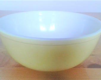 Vintage 404 Pyrex Large Four Quart  Yellow Primary Colors Mixing Bowl