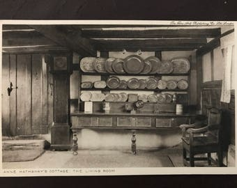 Vintage postcard - Anne Hathaway's Cottage - The Living Room (Shakespeare, Stratford on Avon)