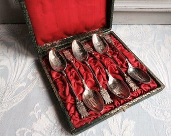 6 Antique Paris souvenir tea spoons (Pre Eiffel Tower) Rare boxed set Parisienne souvenirs pre-Universal exhibition 1889 Pewter Paris chic