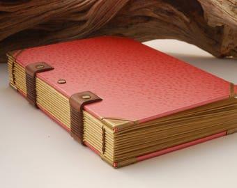 Grimoire format A6, carnet de voyages, carnet de notes, 144 pages, couverture martelée, reliure copte