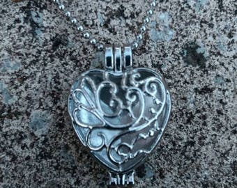 Beautiful Silver-tone Heart Aromatherapy Essential Oil Diffuser Necklace w/ 30 inch Chain