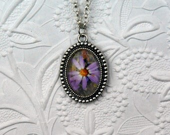 Dotted Oval Silver Photo Necklace with Pink Daisy Image