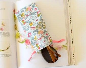 Floral glasses case , glasses case , glasses pouch , eye glasses case , summer gift , liberty of london , spectacle case , teacher's gift