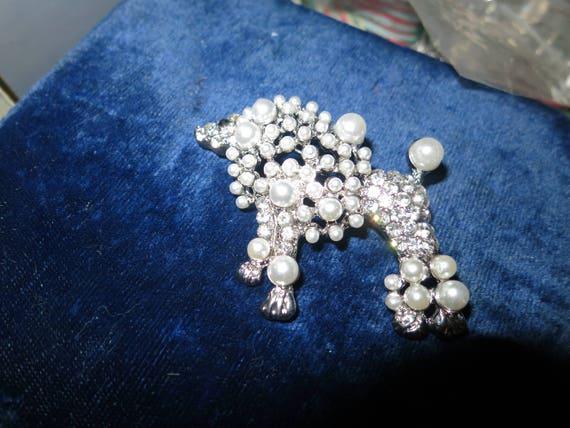 Beautiful vintage silvertone rhinestone fx pearl glamour poodle dog brooch