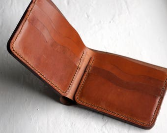 Classic Bifold Leather wallet made of vegetable tanned Italian horse leather. Hand stitched leather wallet with 6 slots for cards