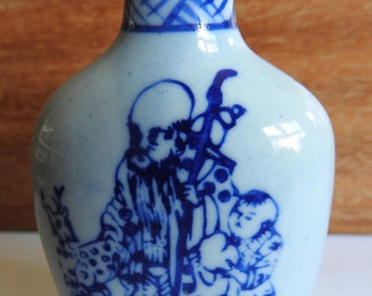 Chinese ceramic scent bottle,bearing four character marks to base