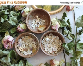 Stoneware bowls & 70 buttons mix mother of Pearl and vintage, french, ceramic stoneware and pottery, vintage buttons, mother of Pearl buttons