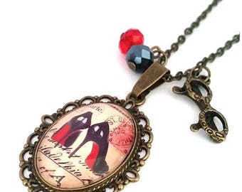 Moulin Rouge necklace • • • Vintage Cabochon Bronze