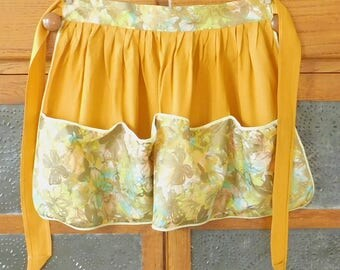 Gold Floral Vintage Half Apron, Butterflies, Paneled Pockets, Old Style, Country Chic, Farmhouse Style, Garden, Laundry, Gift for Painter