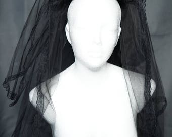 Oppulenter gothic veil / big veil with roses
