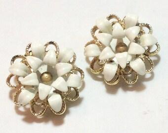 Vintage Sarah Coventry White Flower Earrings