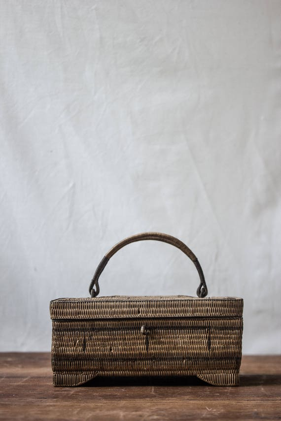 vintage wicker jewelery box small wicker basket with lid. Black Bedroom Furniture Sets. Home Design Ideas