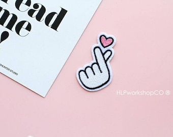 FINGER HEART -- Handmade Embroidered Patch Brooches Pins/Fabric Badge/Iron-On Patches/Sign/I Love You/Korean