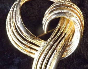 Vintage 1980s Monet Gold-Tone Ribbon-Shaped Brooch