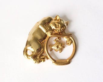 Vintage 1970's Kitsch Gold Cat Scooping Fish Bowl Brooch