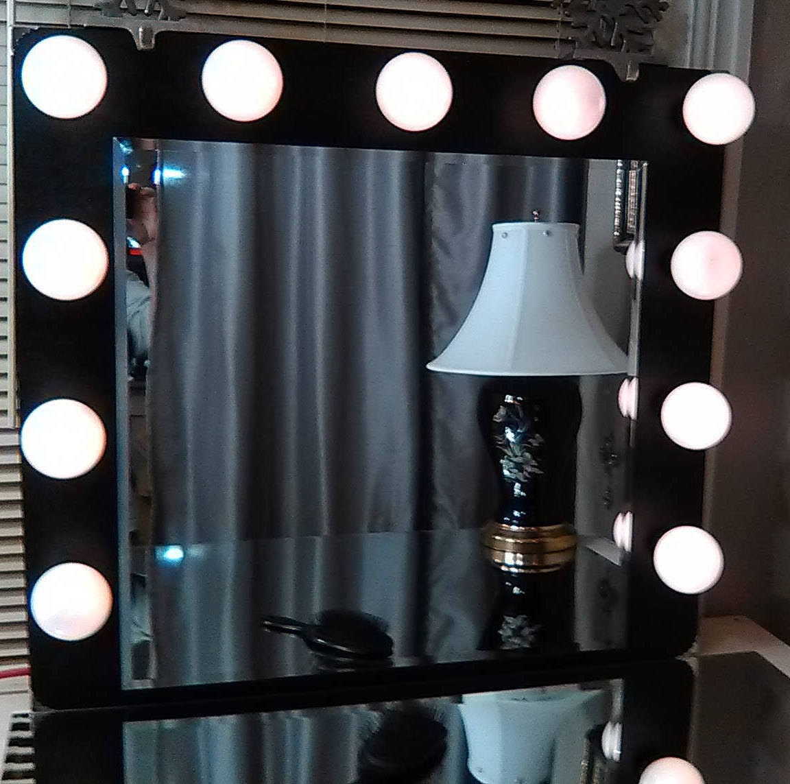 hollywood vanity mirror with lights. Black Bedroom Furniture Sets. Home Design Ideas