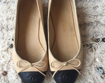 Vintage CHANEL CC Logos Beige Tan Black Leather Ballet Flats Sandals Slides Slip On Shoes eu 36.5 us 6 - 6.5