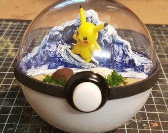 Pokeglobe 100mm: Surfing Pikachu 1 - Pokemon Terrarium
