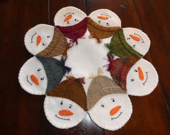 Snowmen, winter decoration, wool candle mat, table top decoration, doilie, holiday decor, Christmas decoration, office decoration.